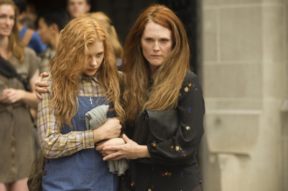 Carrie- Chloe Grace Moretz and Julianne Moore