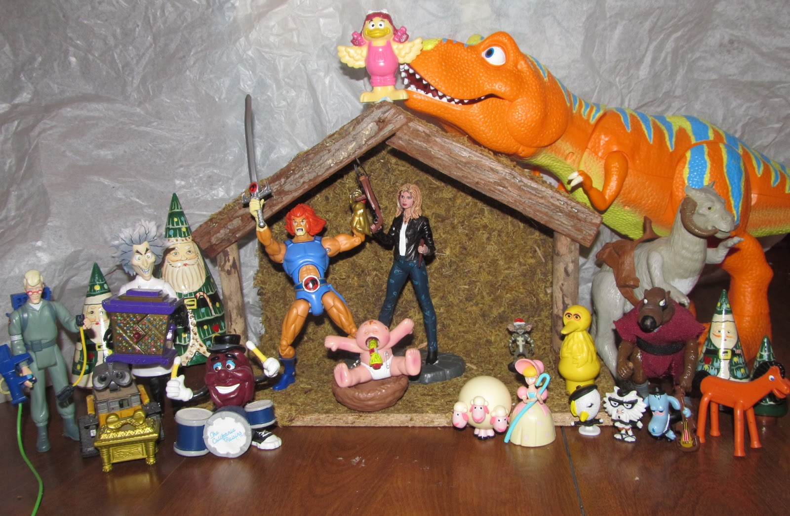 10 Hilarious Or Embarrassing Nativity Sets Epicpew