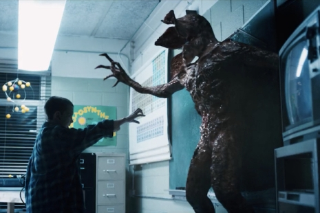Stranger Things El fights Demogorgon